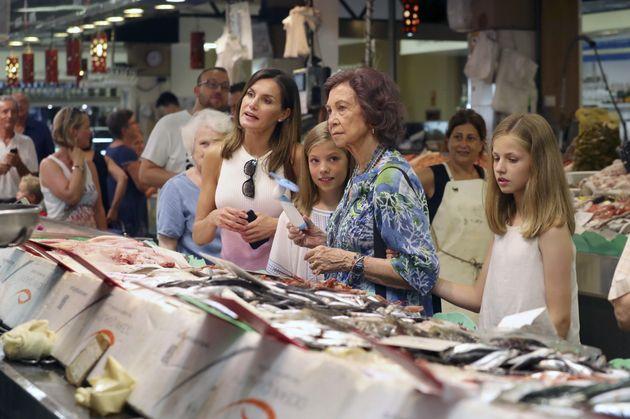 El curioso detalle del paseo de las reinas Letizia y Sofía que acabó en una
