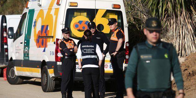 Los equipos de Emergencias y la Guardia Civil, en el lugar donde se busca al