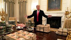 Burger King y McDonald's a la luz de las velas en la Casa