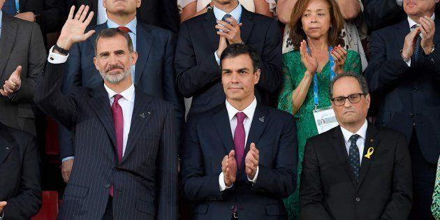 El rey Felipe VI, Pedro Sánchez y Quim torra, el pasado junio durante la inauguración de los Juegos del...