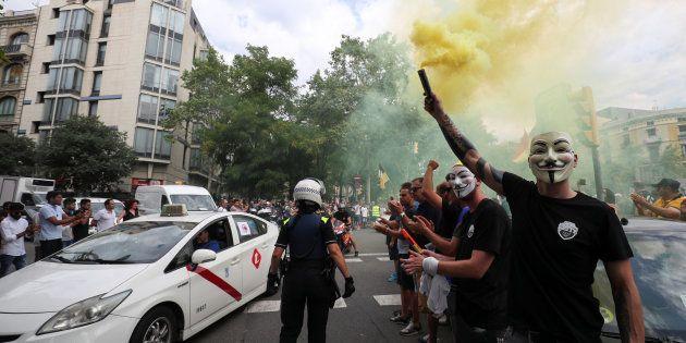 Un conductor de taxi protesta contra las plataformas de Uber y