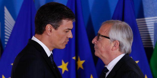 Jean-Claude Juncker recibe a Pedro Sánchez en Bruselas, el pasado 24 de junio, en una reunión informal...