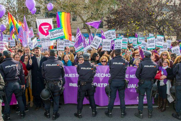 Manifestaciones a la puerta del Parlamento de