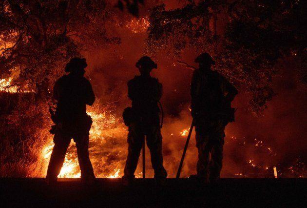 Seis muertos y 40.000 personas evacuadas en los incendios de