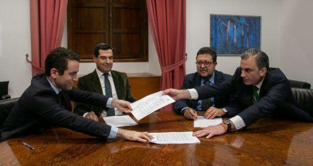 Firma del pacto entre PP y