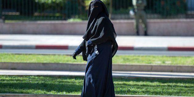 Dinamarca ya multa a las mujeres que llevan burka o