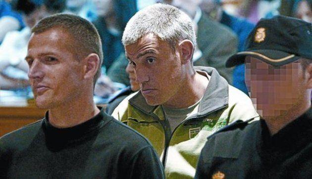 Los etarras Igor Portu (izquierda) y Mattin Sarasola, durante el juicio por el atentado de la T-4 en...