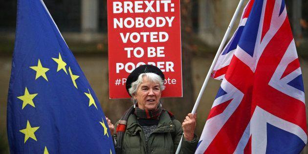 Una manifestante proeuropea en