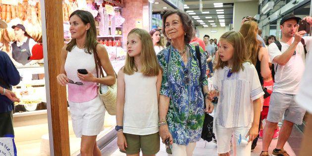 Iñaki López triunfa con su reflexión sobre esta foto de Sofía, Letizia y sus hijas en el