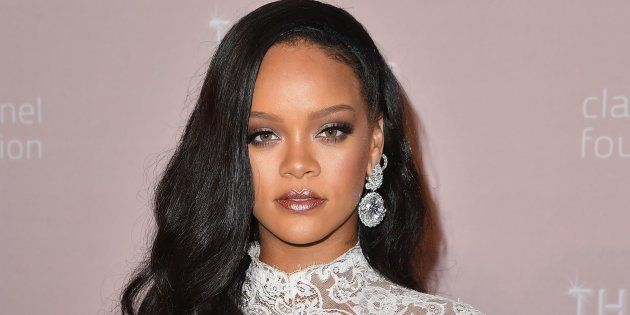 Rihanna demanda a su padre y lo acusa de aprovecharse de