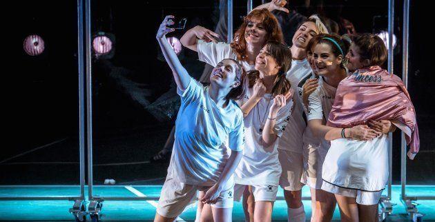 Escena de PLAYOFF de Marta Buchaca por la Joven