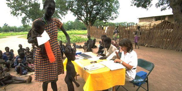 Imagen de archivo que muestra un reparto de comida de Oxfam en Sudán del
