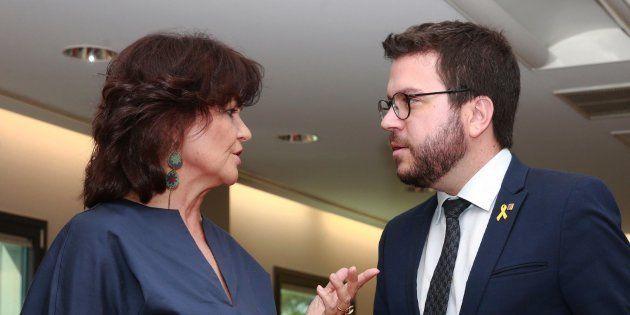 La vicepresidenta del Ejecutivo, Carmen Calvo, con el vicepresidente catalán, Pere Aragonés, en una imagen...
