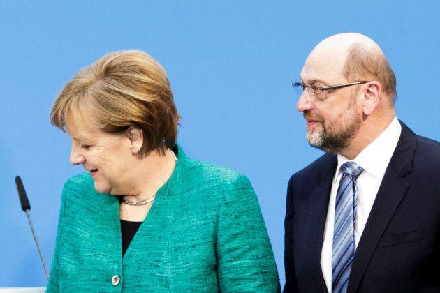 Merkel y Schulz tras comparecer ante los medios tras una reunión para formar gobierno el 7 de