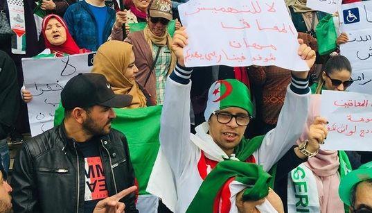 """Sit-in des personnes handicapées à Alger : """"On existe et on ne veut plus de"""