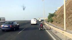 La Guardia Civil intercepta a un hombre que circulaba en silla de ruedas por una autopista de