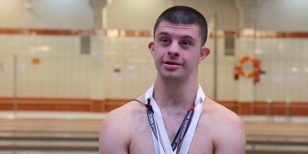 Carlos Hernández, el nadador con Síndrome de Down, gana cinco medallas de oro en