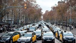 Centenares de taxistas colapsan el centro de Barcelona contra Uber y