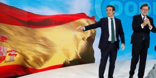 El expresidente del gobierno Mariano Rajoy y el presidente del PP Pablo Casado esta tarde durante la...