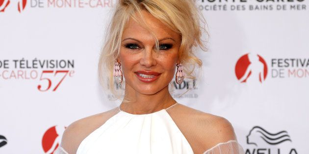 Pamela Anderson confiesa la verdad sobre su relación con Julian Assange, creador de