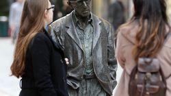 Una plataforma feminista pide la retirada de la estatua de Woody Allen en