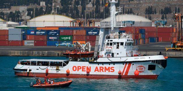 El barco de Proactiva, en el puerto de Barcelona, en una imagen de