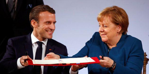 Macron (izq) y Merkel