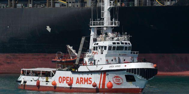 El barco de rescate de la ONG española Proactiva Open Arms en su llegada al puerto de Barcelona en