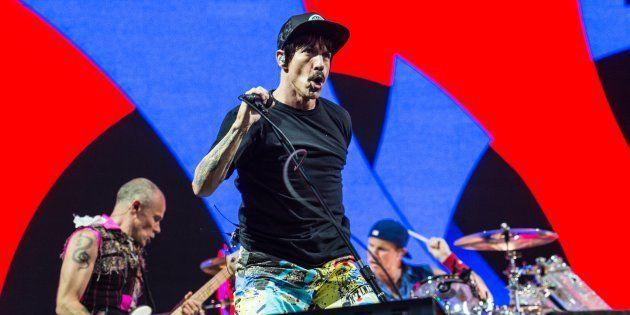 Viajan a Irlanda a ver a Red Hot Chili Peppers y se encuentran con un concierto de