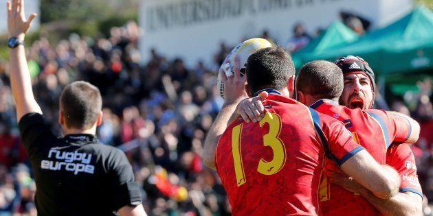 España tiene pie y medio en el Mundial de Rugby tras ganar 22-10 a