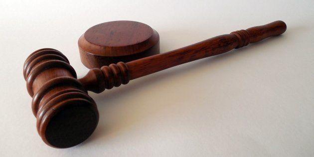 Un juez impone la custodia compartida a un hombre que no quería cuidar de su hijo con