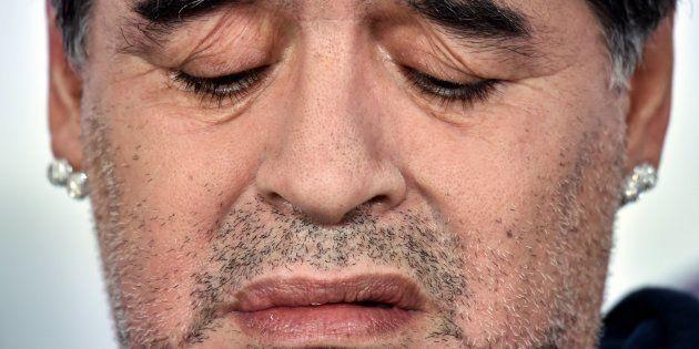 Maradona durante una conferencia de