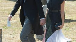El príncipe Enrique, pillado con un agujero en el zapato en la boda de un
