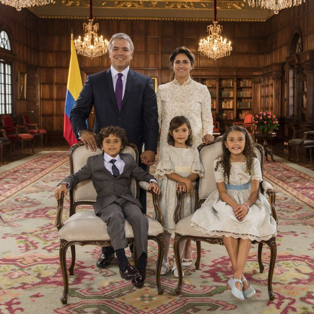 Fotografía de Iván Duque con su familia, ya instalados en el palacio presidencial de Casa