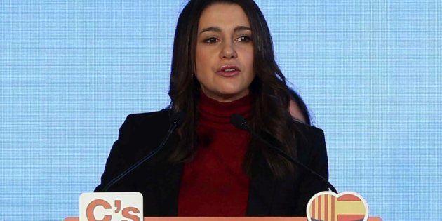 Arrimadas defiende el himno con letra de Marta Sánchez por que
