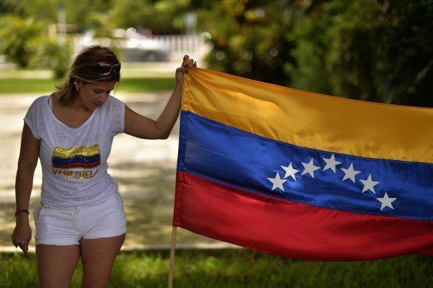 Miembros de la comunidad venezolana en México protestan contra el gobierno venezolano en el inicio de...