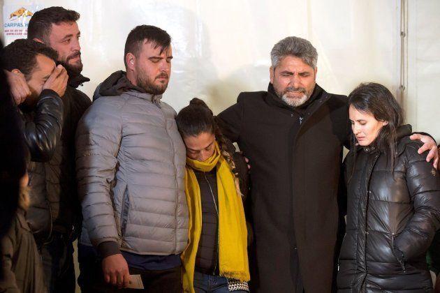 Los padres de Julen asisten a una vigilia por su hijo junto a 200