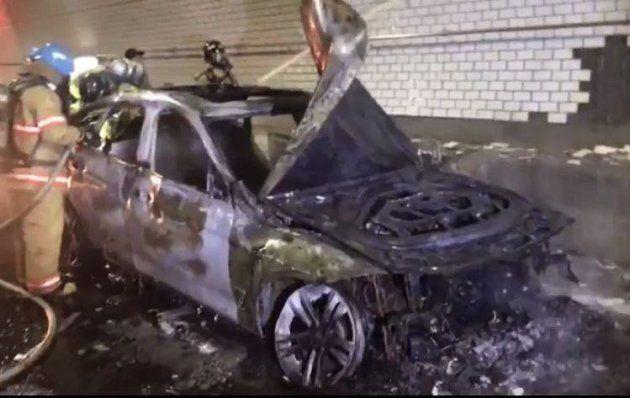 Imagen facilitada por la policía de Incheon (Corea del Sur) que muestra a un vehículo de la marca BMW...