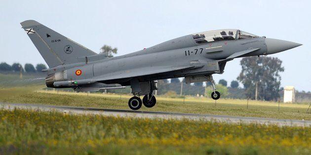 Un Eurofighter pilotado por el entonces príncipe Felipe, en la base de Morón de la Frontera (Sevilla),...