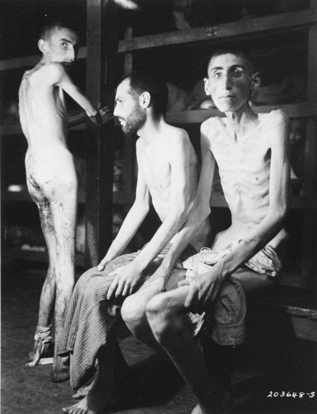 Un prisionero ruso, otro alemán y otro polaco en un campo de