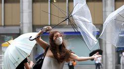 Más 100.000 evacuados y más de 250 vuelos cancelados en Japón por el tifón