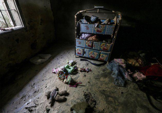 Estado en el que ha quedado una vivienda de Deir Al Balah, Gaza, tras el bombardeo de