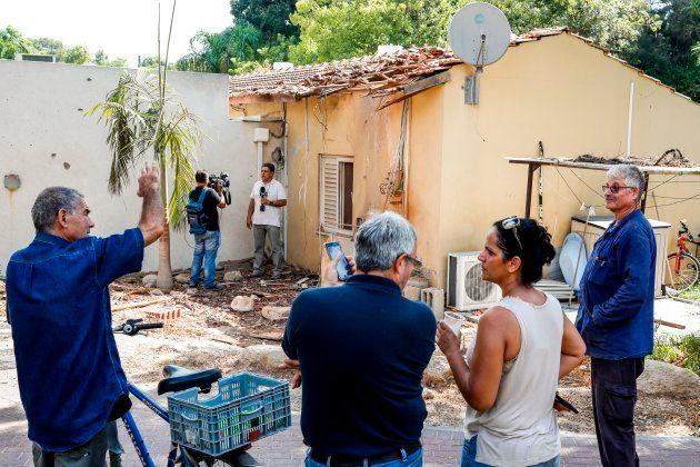 Una casa afectada por el lanzamiento de un cohete, en el kibbutz de Yad Mordechai,