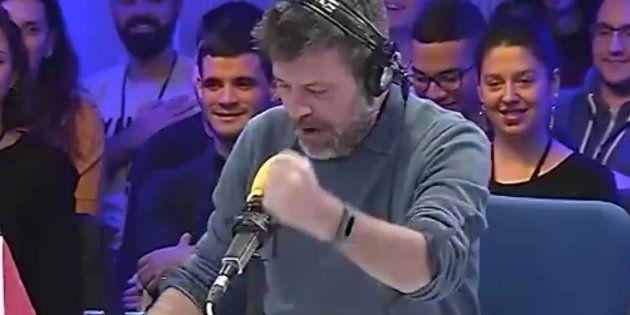 Quequé canta el himno de España con una letra