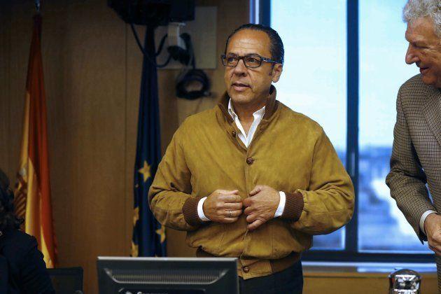 El Bigotes, junto al diputado de Nueva Canarias Pedro Quevedo, en el