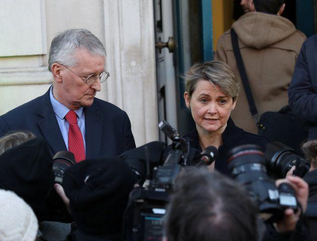 Los políticos laboristas Hilary Benn e Yvette
