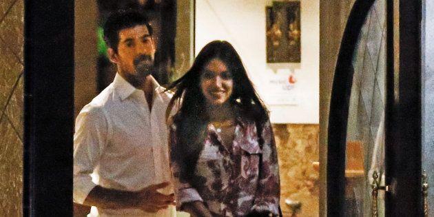 Ana Guerra y Miguel Ángel Muñoz, a la salida de un restaurante de Guadarrama en septiembre de