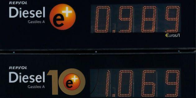 Un cartel de una gasolinera de Repsol en