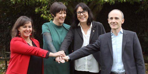 La portavoz del BNG, Ana Pontón, junto a los candidatos a las elecciones europeas Ana Miranda (BNG),...