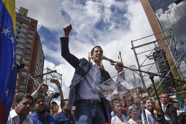 Juan Guaido, presidente de la Asamblea Nacional, quien se proclamó presdiente interino de Venezuela y...